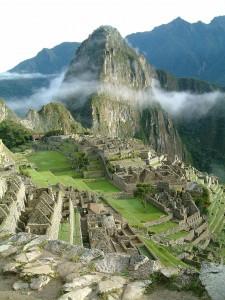 1024px-Peru_Machu_Picchu_Sunrise
